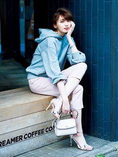 アラサー男子絶賛のパーカ女子♡キレイ色ボトムで上品に着こなすモテコーデ4選 | andGIRL [アンドガール]