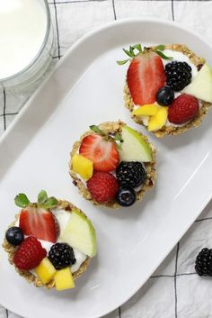 Granola Breakfast Cups with Yogurt and Fruits – the easiest wholesome and beautiful breakfast granola cups made with only 3 ingredients: granola, butter and mini marshmallows. You can customize your favorite fillings and toppings such as yogurt and fruits in the crunchy granola crust! No bake. Quick and easy video recipe. | Tipbuzz.com