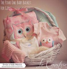 The Pink Owl Baby Basket: For Girlses una de nuestras canastas de bebé mas originales con una linda temática de búho en tonos rosa, blanco y toques de turquesa. Incluye una hermosa y fina frazada …