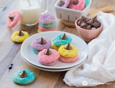 Easter Blossom Sugar Cookies ~ Soft, chewy cookies, topped with a chocolate candy. What cookie could be better than that? These cookies are a delicious treat and perfect for Easter. Easter Cookie Recipes, Easter Snacks, Easter Cookies, Easter Treats, Easter Desserts, Easter Food, Easter Dinner, Easter Brunch, Easter Party