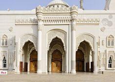 Al Noor mosque Turkish Ottoman architecture. Islamic Architecture, Classical Architecture, Facade Architecture, New Modern House, Beautiful Mosques, Sharjah, Moorish, Exterior Design, Taj Mahal