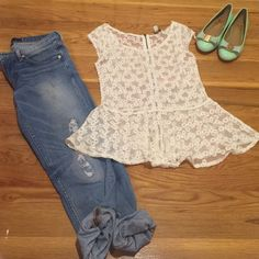 American eagle lace top Brand new. Lace flare top American Eagle Outfitters Tops