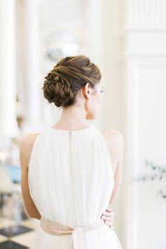 Alte Romantik & moderne Liebe in Pastell DIE HOCHZEITSFOTOGRAFEN http://www.hochzeitswahn.de/inspirationsideen/alte-romantik-moderne-liebe-in-pastell/ #wedding #inspiration #bride