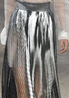 2016 Iris Van Herpen-So cooool Fashion Details, Look Fashion, Skirt Fashion, Runway Fashion, High Fashion, Fashion Design, Fashion Spring, Trendy Fashion, Fashion Trends