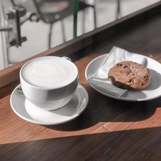 """🇿🇦Lifstyle🇿🇦Beauty🇿🇦Fashion🇿🇦 on Instagram: """"What I actually need rn, a cappuccino and a Nutella choc chip cookie (My badaaaay does not need more choc chip cookies cause we ate up all…"""" Chip Cookies, Nutella, Fashion Beauty, Chips, Eat, Tableware, Instagram, Wafer Cookies, Dinnerware"""