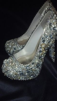 DIY wedding shoes with crystal rhinestones and pearls. Crystal roses and skulls