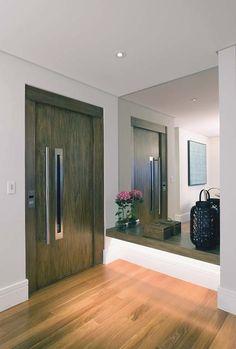 Halls e corredores ficam valorizados com boa iluminação - Casa
