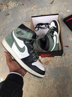Dr Shoes, Shoes Ads, Tennis Shoes Outfit, Swag Shoes, Nike Air Shoes, Hype Shoes, Nike Free Shoes, Shoes Sneakers, Shoes Jordans