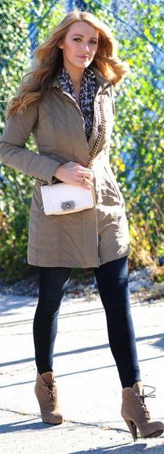 Who made  Blake Lively's white handbag, blue skinny jeans, and tan coat?