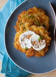 31 days of Food Processor Recipes: Day 10 • Cheesy Quinoa Cakes with a Roasted Garlic and Lemon Aioli