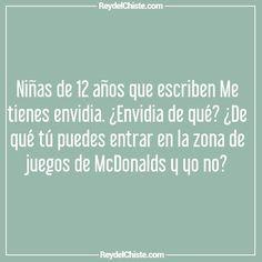 Niñas de 12 años que escriben Me tienes envidia. Envidia de qué? De qué tú puedes entrar en la zona de juegos de McDonalds y yo no?