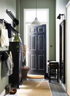 A small hallway with a bench for shoes, a mirror, a shoe cabinet that can hold 12 pairs of shoes and hook racks for jackets and bags, all in black-brown.