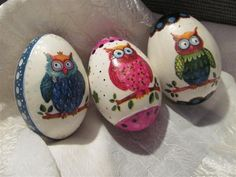 Decoupage Easter Egg These pretty decoupage eggs were made with some patterned tissue paper rescued from the bin. Quilling, Owl Wallpaper, Carved Eggs, Ukrainian Easter Eggs, About Easter, Egg Art, Shell Crafts, Egg Decorating, Easter Crafts