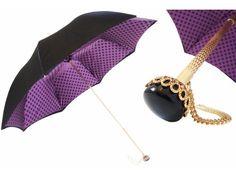 Gli ombrelli Pasotti sono un esempio di raffinata manifattura made in Italy, creazioni curate nei dettagli e apprezzate nel mondo.