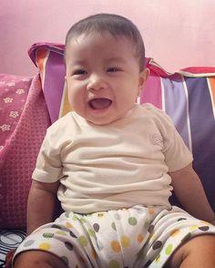 Heeeyyyy... itu ketawa apa mangap mangaap ajaaa nak... 😘😍 #baby #babygirl… Itu, Sweet Girls, Instagram Posts, Baby, Cute Girls, Baby Humor, Infant, Babies, Babys
