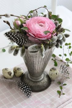 Home & Inspiration: Zum Wochenende . Beautiful Flower Arrangements, Floral Arrangements, Beautiful Flowers, Deco Floral, Arte Floral, Small Centerpieces, Bouquet, Fruit Painting, Easter Celebration