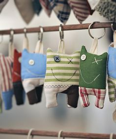 Monster key holders by SamSarArt - good idea! Sewing Toys, Sewing Crafts, Sewing Projects, Sock Dolls, Doll Toys, Fabric Toys, Fabric Scraps, Ugly Dolls, Monster Dolls