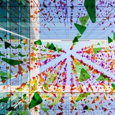 Nummit y 3Form llenan de vida tus espacios con metacrilato de color. Interior Exterior, Installation Art, Pretty Pictures, Gallery, Projects, Color, Beautiful, Infinite, Public
