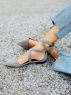 la ballerine, chaussures à semelle souple, plates en velours gris