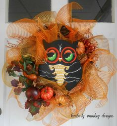 Tiaras and Bowties: It's All about Owl - cute wreath!