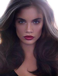The makeup + gorgeous voluminous hair. #redlip #strongeyebrows