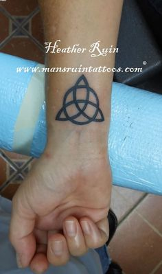 Triquetra Knot Tattoo On Wrist Sister Love Tattoos, Body Art Tattoos, New Tattoos, Tattoos For Guys, Tattoos For Women, Tatoos, Celtic Tattoo For Women, Celtic Knot Tattoo, Celtic Tattoos
