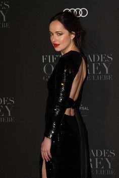 How do Dakota Johnson and Jamie Dornan prepare for their steamy sex scenes in the Fifty Shades trilogy? Celebrity trainer Ramona Braganza reveals their secrets to keeping in top form. Jamie Dornan, Jennifer Lopez, Dakota Johnson Style, Dakota Style, Saint Laurent, Red Carpet Gowns, Crazy Outfits, Fifty Shades Darker, Sequin Gown