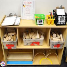 preschool classroom set up How to set up the blocks center in your early childhood classroom (with ideas, tips, and book list) plus block center freebies! Preschool Classroom Setup, Eyfs Classroom, Preschool Writing, Classroom Layout, Toddler Classroom, Classroom Environment, Classroom Setting, Preschool Layout, Classroom Ideas