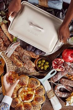 With its secure lid, the Heritage stoneware covered casserole is a convenient choice for transporting dishes to parties, potlucks and picnics. Not only does the stoneware lid provide an effective moisture and heat lock for the dish, but it prevents spi Marinate Meat, Keep Food Warm, The Dish, Stoneware, Casserole, Oven, Potlucks, Dishes, Picnics