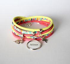 Bracelet liberty médaille cabochon prénom ou message personnalisé - multicolore jaune corail - cadeau naissance, maman, mamie...
