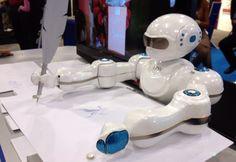 Robot toy that draws