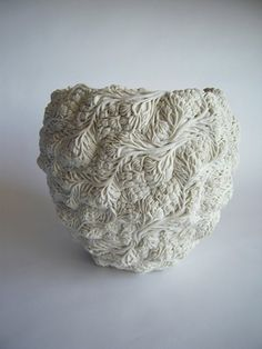 Born and raised in Japan,  London-based ceramic artist Hitomi Hosono creates graceful boxes, towers and vessels using a technique called 'sprigging'. - See more at: http://www.dailyartmuse.com/2013/11/25/hitomi-hosono-purely-porcelain/#sthash.MHlRKPKe.dpuf