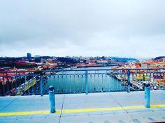 #portugal #porto #ponteeiffel #douro #goodtimes #iloveportugal #vacaciones #holiday #vacances #travel #ete #goodtimeswithgoodpeople #ryanair #couleur by lescarnetsdeblondi