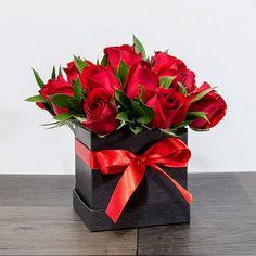 Valentine's Day Flower Arrangements, Rosen Arrangements, Flower Bouquet Diy, Bouquet Box, Tulip Bouquet, Valentines Day Baskets, Valentines Flowers, Flower Box Gift, Flower Boxes