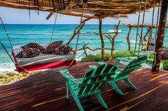Azulik, un encantador un hotel con una impresionante vista del Mar Caribe ubicado a sólo 5 minutos de la zona arqueológica de Tulum, es sólo para adultos y gay friendly.