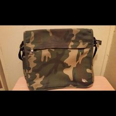Army pattern bag Really nice bag .. Preowned but in very good condition .. No stains or rips .. I need a bigger bag Bags