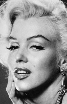 Marilyn cat eye
