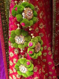 14 Beautiful And Striking Latkan (Tassel) Designs For The Bridal Lehengas To Enhance The Look Saree Tassels Designs, Rakhi Design, Embroidery Designs, Hand Embroidery, Blouse Neck Designs, Blouse Patterns, Stylish Dress Designs, Indie, Passementerie