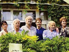 Und wenn wir alle zusammenziehen?  Ein neuer deutsch- französicher Film. Das Thema ist eine Wohngemeinschaft von sehr alten Freunden.