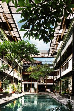Tropical co-living at its best at this beautiful airy and plant filled complex called Roam; in Ubud, Bali. Roam is a new brand that offers occupants the opportunity to move between co-living complexes around the world. An Urban Village Tropical Architecture, Space Architecture, Sustainable Architecture, Contemporary Architecture, Urban Village, Old Apartments, Community Space, Co Housing Community, Residential Complex