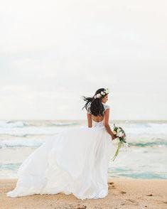 Whimsical Bride Style at Na 'Aina Kai Botanical Gardens & Sculpture Park - Kauai, Hawaii. Kauai Wedding Photographers. Hawaii Wedding Photographers. Photo by: Sea Light Studios. (scheduled via http://www.tailwindapp.com?utm_source=pinterest&utm_medium=twpin)