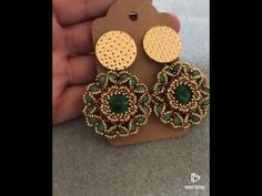 Aretes Stella🌟🌟 – The World Beading Patterns Free, Beaded Jewelry Patterns, Jewelry Making Tutorials, Beading Tutorials, Earring Tutorial, Bead Jewellery, Beads And Wire, Beaded Flowers, Bead Weaving