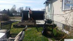 Altanbygge med tak och insynsskydd med smala fönster. Nu fortsätter vi med utekök och pool! - Hemma hos Happy1 Deck Stairs, Outdoor Power Equipment, Image, Pictures, Garden Tools, Deck Steps
