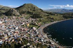 Copacabana (Bolívia) - Acredite, a praia mais famosa do Brasil tem esse nome graças a essa cidade boliviana. Copacabana é um município histórico às margens do lado Titicaca, considerado o lago navegável mais alto do mundo. Segundo historiadores, foi às margens desse lago que nasceu a civilização Inca. A praia boliviana de Copacabana, banhada pelo Titicaca, também é deslumbrante
