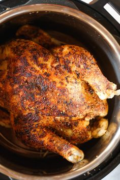 Instant Pot Rotisserie Chicken - 28 min whole. Instant Pot Rotisserie Chicken - 28 min whole rotisserie chicken? The chicken comes out perfectly tender juicy packed with flavor. And its SO EASY! Instant Pot Whole Chicken Recipe, Best Instant Pot Recipe, Instant Pot Dinner Recipes, Recipes Dinner, Instant Pot Meals, Whole 30 Instant Pot, Dinner Ideas, Dessert Recipes, Instant Recipes