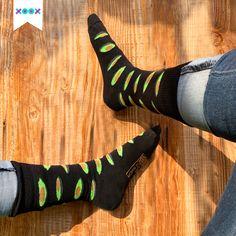 Los casuales calcetines negros pero con un toque divertido 🧦🥑 Aguacate lover ¿ya tienes tus XOOX? Socks, Fashion, Avocado, Hilarious, Moda, Fashion Styles, Sock, Stockings, Fashion Illustrations