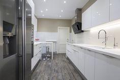 Cocina Crystal del showroom de TPC Llobregat en Sant Boi. Bathtub, Crystals, Bathroom, Google, Ideas, Kitchen Units, Kitchens, Home, Bath Room