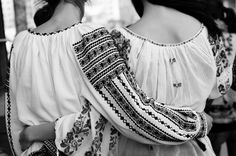 Today we wear the romanian traditional blouse! We Wear, How To Wear, Black And White Photography, Romania, Style Icons, Ruffle Blouse, Traditional, Popular, Womens Fashion