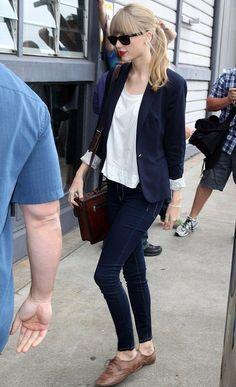 10 Maneiras de Usar Jeans e T-shirt como uma Fashion Girl
