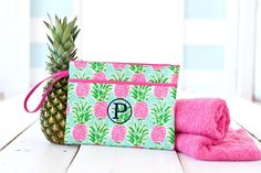 Sometimes the right clutch is all that it takes to pull an outfit together! Whether you are planning a night out with your favorite bridesmaids or getting ready together the morning of your big day, this zippered bag is the perfect size to hold everything you need. Pineapple Design, Pineapple Pattern, Mint Background, Party Gift Bags, Wet Bag, Custom Bags, Bridesmaid Gifts, Bridesmaids, Cosmetic Bag